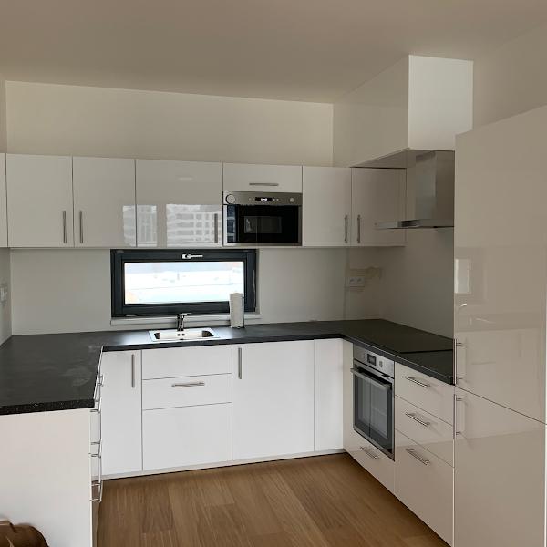 Montáž kuchyňské linky IKEA, zakrytí odtahu digestoře.